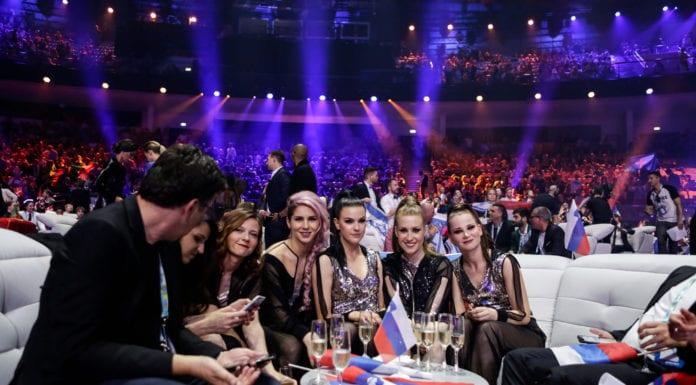 Lea Sirk w Green Roomie podczas finału (fot. Eurovision.tv)